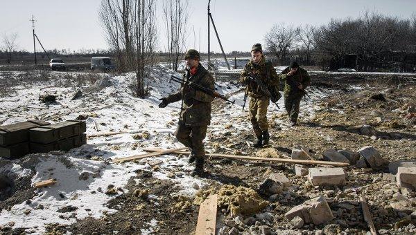 Ополченцы Донецкой народной республики в окрестностях Дебальцево. Архивное фото
