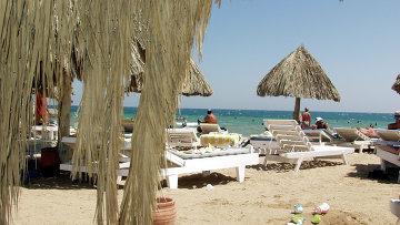 Пляж отеля в египетской Хургаде. Архивное фото