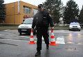 Сотрудник полиции на месте стрельбы в чешском городе Угерский Брод