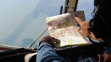 Член экипажа вертолета, участвующего в поисках пропавшего малайзийского рейса MH370. Архивное фото