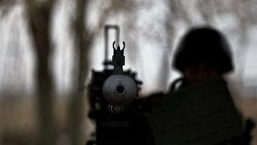 Солдат ВСУ с крупнокалиберным пулеметом на блок-посту. Архивное фото