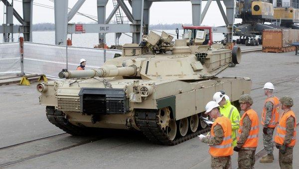 Военная техника США в порту Риги, Латвия