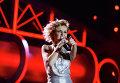"""Певица Полина Гагарина выступает на музыкальном фестивале """"Песня года 2014"""""""