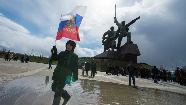 Участники праздничных мероприятий в Севастополе, посвященных годовщине Крымской весны. Архивное фото