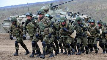 Российские военнослужащие во время учений на полигоне Серноводское Ставропольского края. Архивное фото