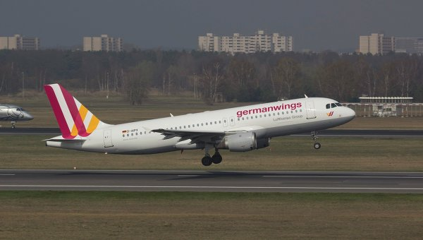 Самолет Airbus A320 авиакомпании Germanwings в аэропорту Берлина