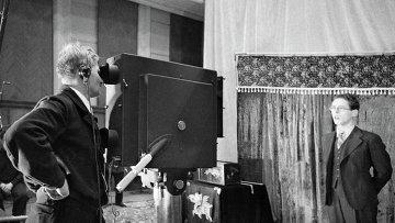 Диктор Юрий Левитан во время съемок в студии