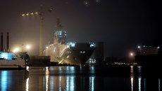 Десантный вертолетоносный корабль-док Севастополь типа Мистраль в городе Сен-Назер. Архивное фото