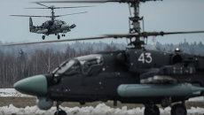 Вертолеты Ка-52 Аллигатор во время прибытия на аэродром Кубинка для участия в тренировках военного парада на Красной площади