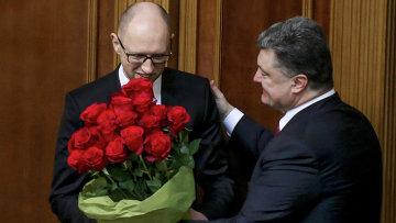 Премьер-министр Украины Арсений Яценюк (слева) и президент Украины Петр Порошенко на первом заседании новоизбранной Верховной рады Украины