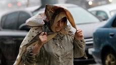 Сильный ливень с градом и шквалистым ветром в Москве. Архивное фото