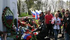 Калининградские байкеры в польском городе Бранево во время возложения цветов и венков к памятнику советским воинам. Архивное фото