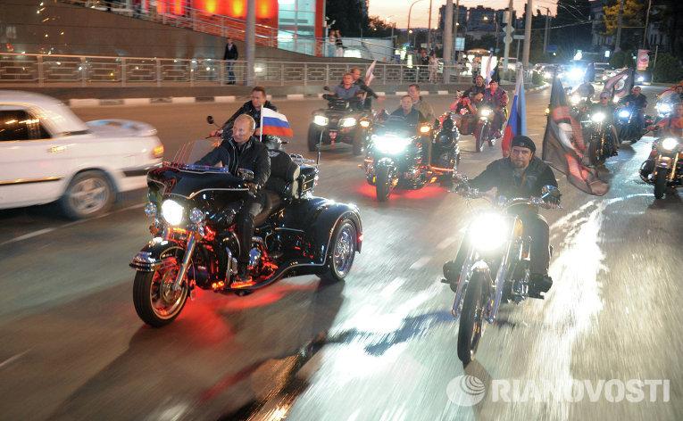Премьер-министр РФ Владимир Путин на 16-м байк-фестивале в Новороссийске