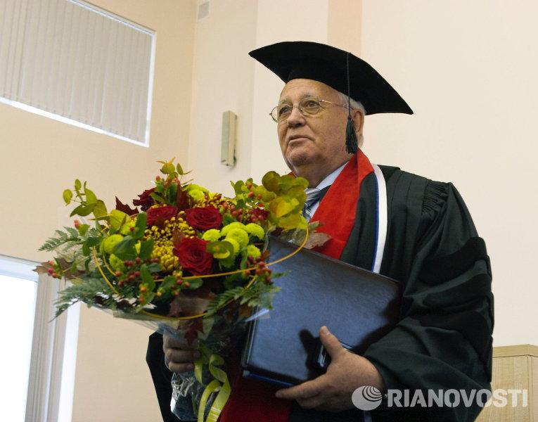 М.Горбачев