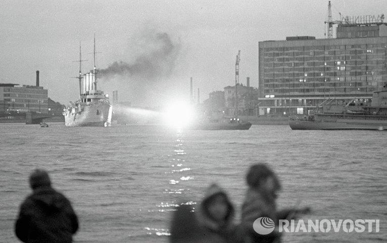 Крейсер Аврора вышел в плавание