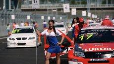 Девушка на трассе Формулы-1 в Сочи. Архивное фото