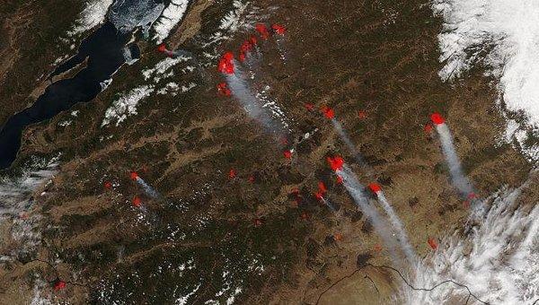 Красными точками отмечены очаги возгораний