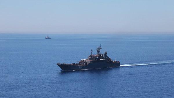 Большой десантный корабль во время военных учений в Средиземном море. Архивное фото
