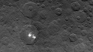 Пятна на поверхности планеты Церера