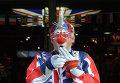 Клоун на одной из улиц Лондона. Лондон в преддверии Олимпийских игр - 2012