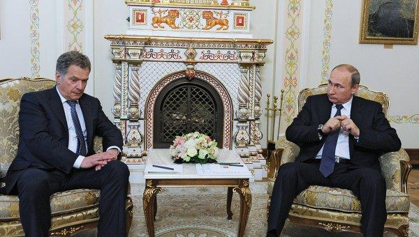Президент России Владимир Путин (справа) и президент Финляндии Саули Ниинистё. Архивное фото