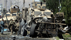 Афганские полицейские на месте взрыва возле американского посольства в Кабуле