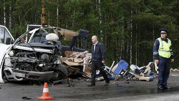 На месте ДТП с участием микроавтобуса и рейсового автобуса в Красноярском крае