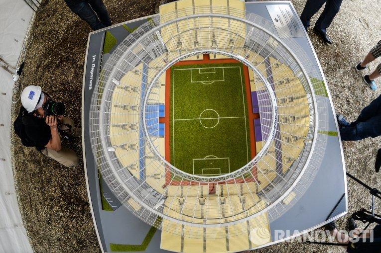 Макет стадиона Центральный, реконструкция которого началась в Екатеринбурге в рамках подготовки к чемпионату мира по футболу в 2018 году