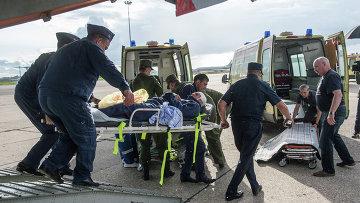 Пострадавший при обрушении казармы учебного центра ВДВ на окраине Омска доставлен самолетом военно-транспортной авиации в Москву. Архивное фото