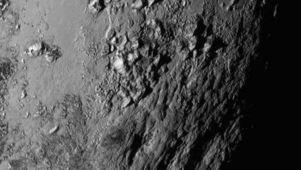 Горы на Плутоне. Снимок зонда New Horizons