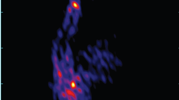 Карта джета и анти-джета черной дыры в галактике NGC 1275, полученная Радиоастроном