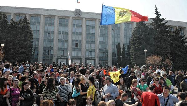 Два антиправительственных митинга проходят в Молдавии
