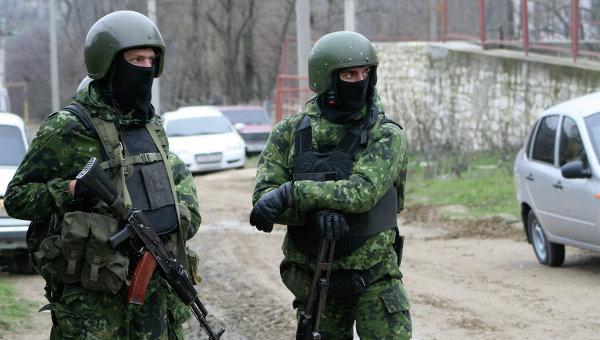 Сотрудники правоохранительных органов во время спецоперации. Архивное фото