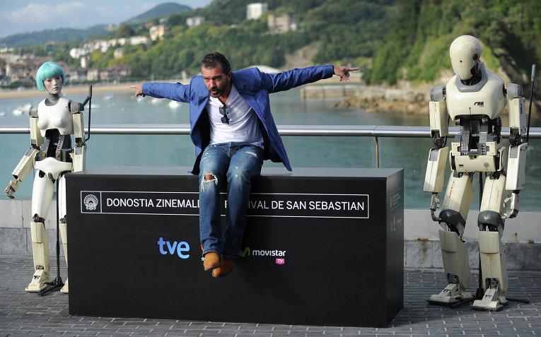 Испанский актер Антонио Бандерас позирует во время фотосессии