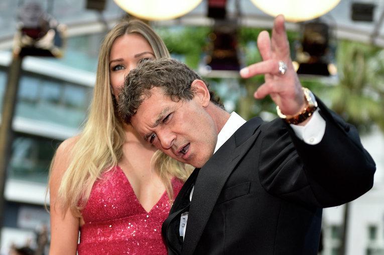 Испанский актер Антонио Бандерас и Николь Кемпел на кинофестивале в Каннах
