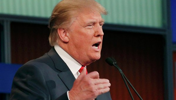 Республиканский кандидат-миллиардер Дональд Трамп выступает на дебатах