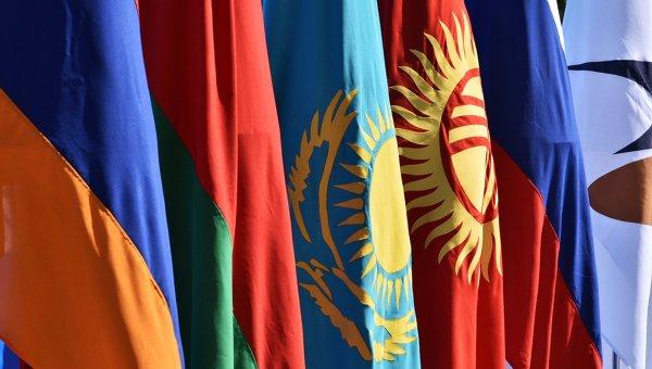 Государственные флаги стран - членов ЕАЭС. Архивное фото