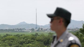 Южнокорейский солдат возле границы между Северной и Южной Кореей. Архивное фото