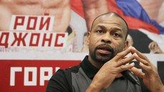 Боксер Рой Джонс на пресс-конференции в Ялте
