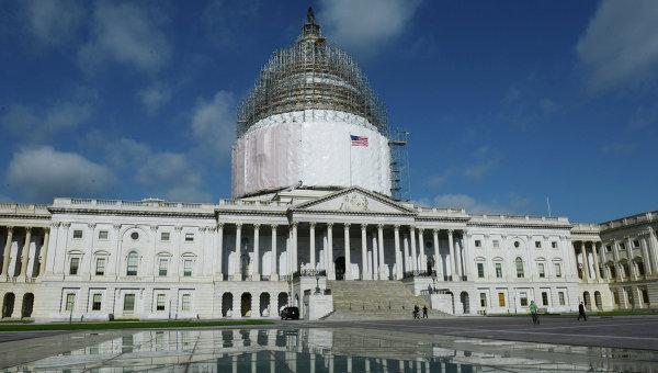 Капитолий в Вашингтоне в период реставрации купола здания. Архивное фото
