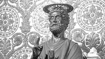 Статуя апостола Петра в Ватикане