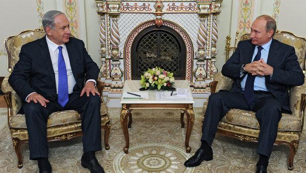 Президент России Владимир Путин (справа) и премьер-министр Израиля Биньямин Нетаньяху. Архивное фото