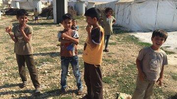 Сирийские дети в лагере беженцев в долине Бекаа