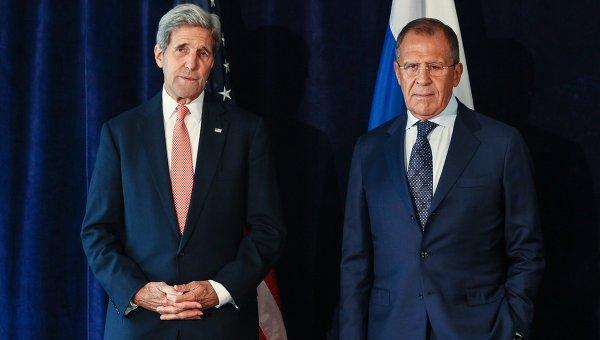 Министр иностранных дел РФ Сергей Лавров (справа) и Госсекретарь США Джон Керри. Архивное фото
