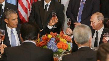 Президент России Владимир Путин и президент США Барак Обама на официальном завтраке в честь глав делегаций, участвующих в 70-й сессии Генеральной Ассамблеи ООН в Нью-Йорке
