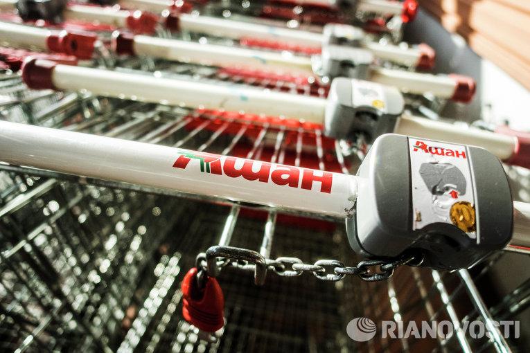 Продуктовые тележки в гипермаркете Ашан на Калужском шоссе