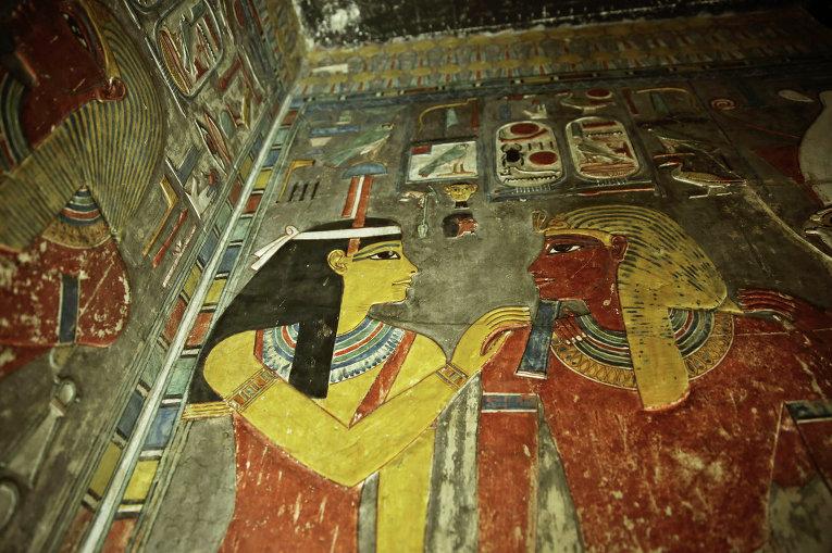 ВКаире археологи обнаружили восьмиметровую статую времен Рамзеса Великого