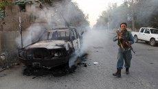 Афганский полицейский патрулирует город Кундуз, Афганистан. 1 октября 2015