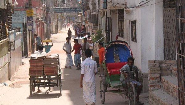 Лодки и рикши города Дакка. Архивное фото