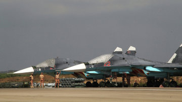 Российские самолеты Су-34 на базе Хмеймим в Сирии. Архивное фото